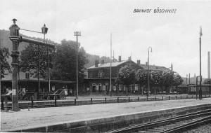 Der Bahnhof um 1930. Links das frühere Postgebäude.