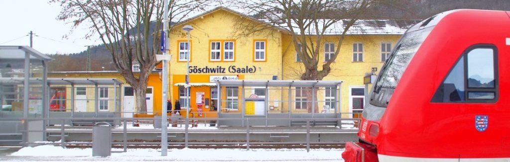 Blick auf das Empfangsgebäude am Bahnhof Jena-Göschwitz.