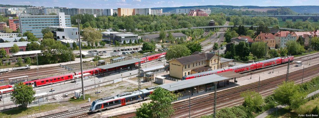 Der Bahnhof Jena-Göschwitz befindet sich am Kreuzungspunkt von Saalbahn und Mitte-Deutschland-Verbindung.
